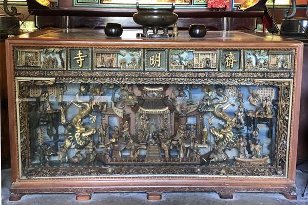 殿內的供桌